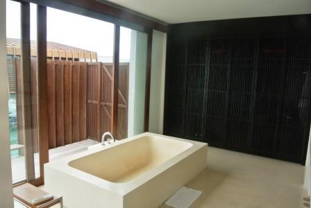 CP MD OW room tub (2)